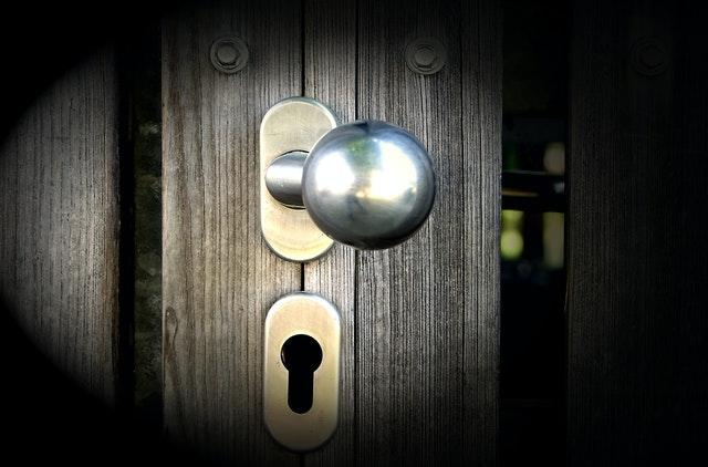 astuces pour entretenir poignée de porte